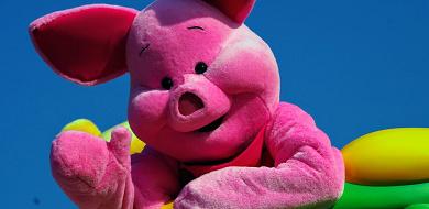 【解説】ピグレットの性別・性格は?プーさんの友達のかわいい豚キャラクター!服装の秘密も