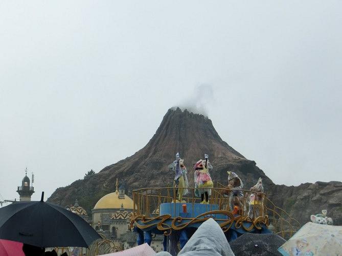 【ディズニー】ショー&パレード中止の理由とは?雨キャン・風キャン・熱キャン!