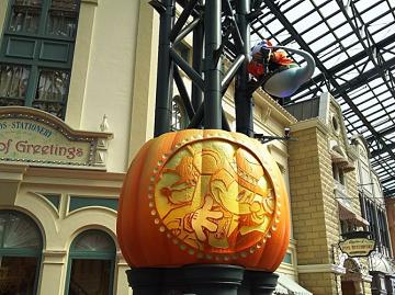 【2020】秋のディズニーの服装と持ち物は?9月・10月・11月のおすすめ&寒さ対策!