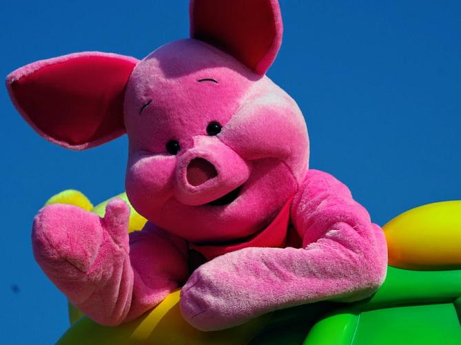 【ピグレット】のプロフィール!性別やディズニー会える場所は?プーさんの仲間の子豚