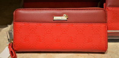 ディズニーランドの財布&バッグ19選!高級感あふれるレザー&革のお土産におすすめのグッズ