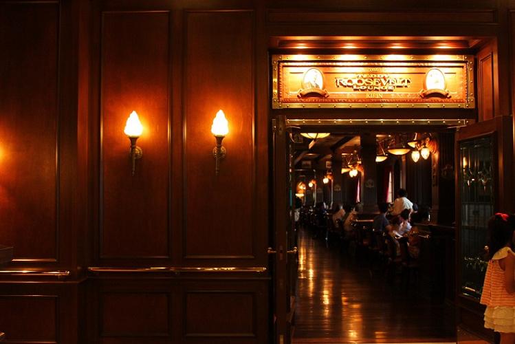 【テディ・ルーズヴェルト・ラウンジ】カクテルやお酒が豊富なディズニーシーのレストラン