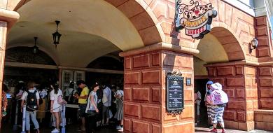 【TDS】ジェラート専門店ゴンドリエスナック!限定&レギュラーメニューや値段、ショー観賞の穴場を紹介