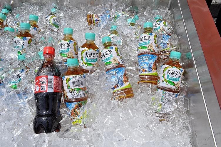 ディズニーで購入できる飲み物まとめ!ペットボトルの値段・種類・販売場所!おすすめのカップドリンクも!