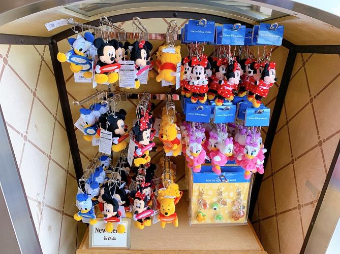 【10/10発売】ディズニー新作キーホルダー8選!販売場所&値段まとめ!スーベニアメダルが収納できる!