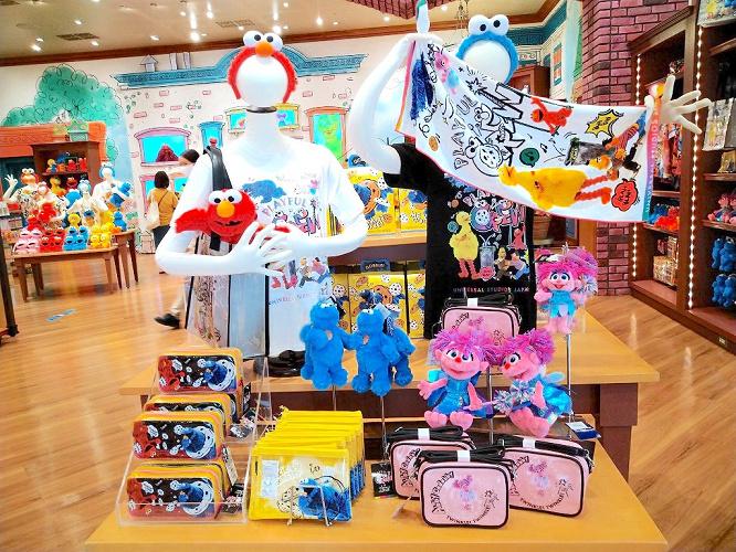 【USJ】春の新作セサミストリートグッズ!実写モチーフのTシャツ、雑貨、お菓子も!