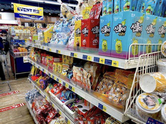【人気】新大久保で韓国のお土産をゲット!K-POPグッズや韓国のお菓子など、買えるものまとめ!