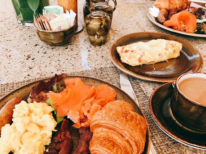 【大人気】ハワイの朝食8選!パンケーキやホテルビュッフェなど、早起きして食べたいホノルルの朝ごはん