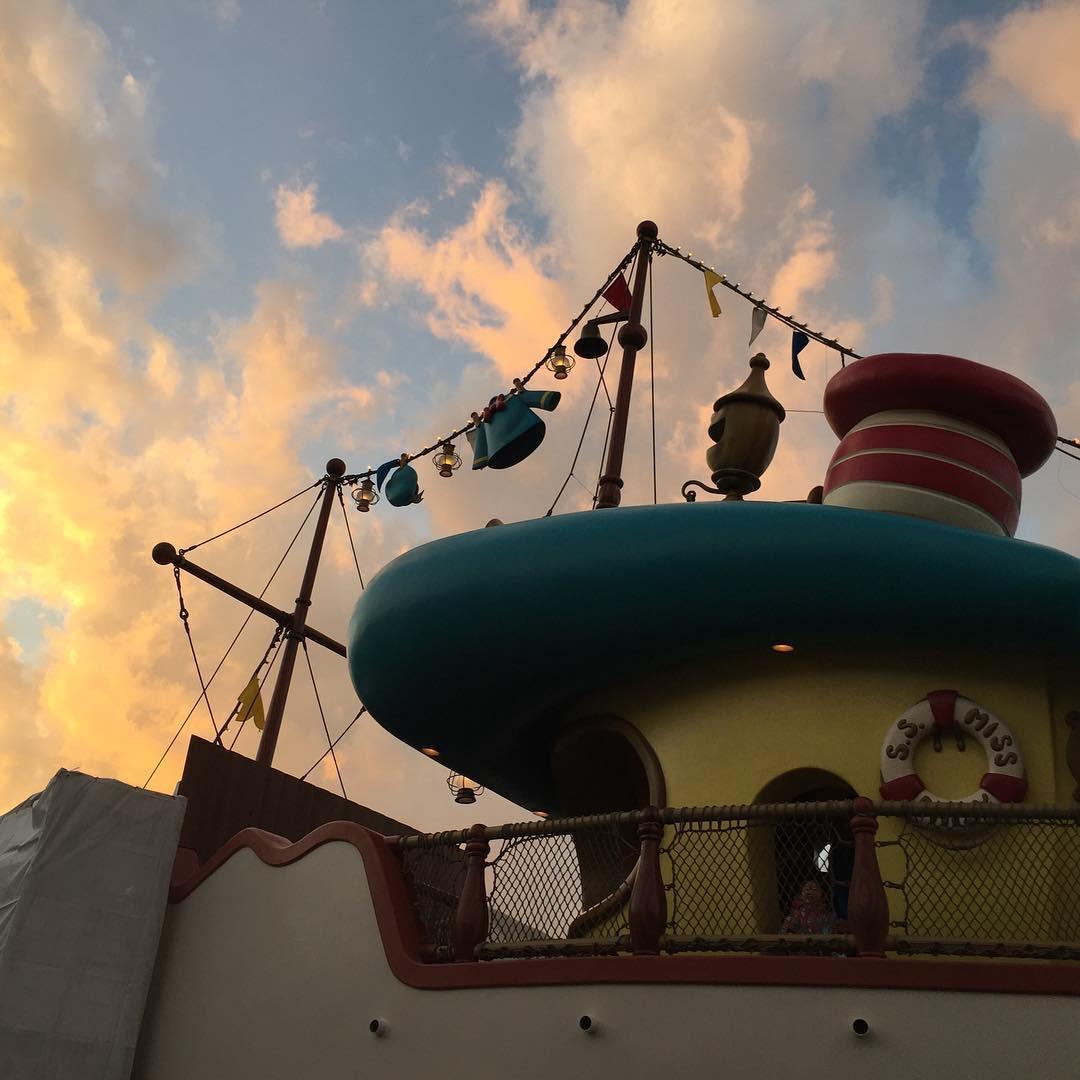 夕暮れ時のドナルドのボート