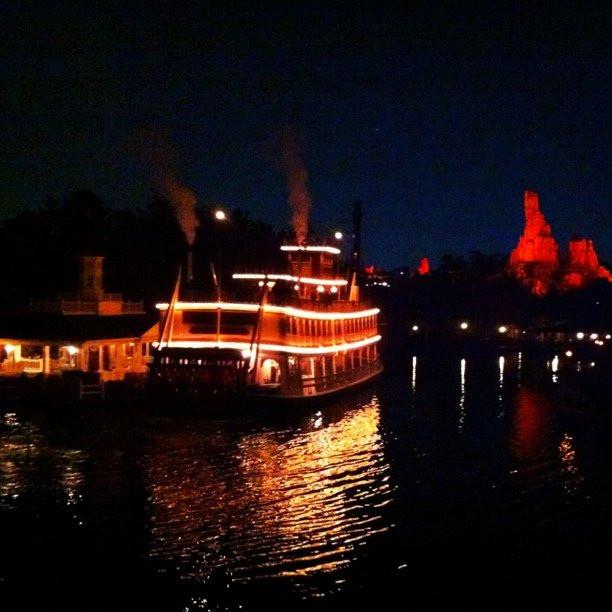 夜はロマンチックなマークトウェイン号