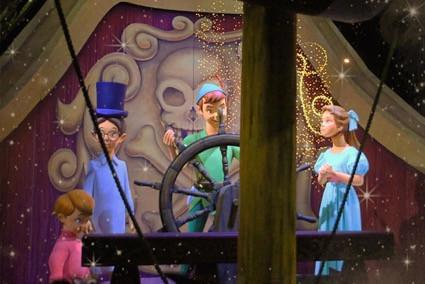 海賊船に乗るピーター、ウェンディ、ジョン、マイケル