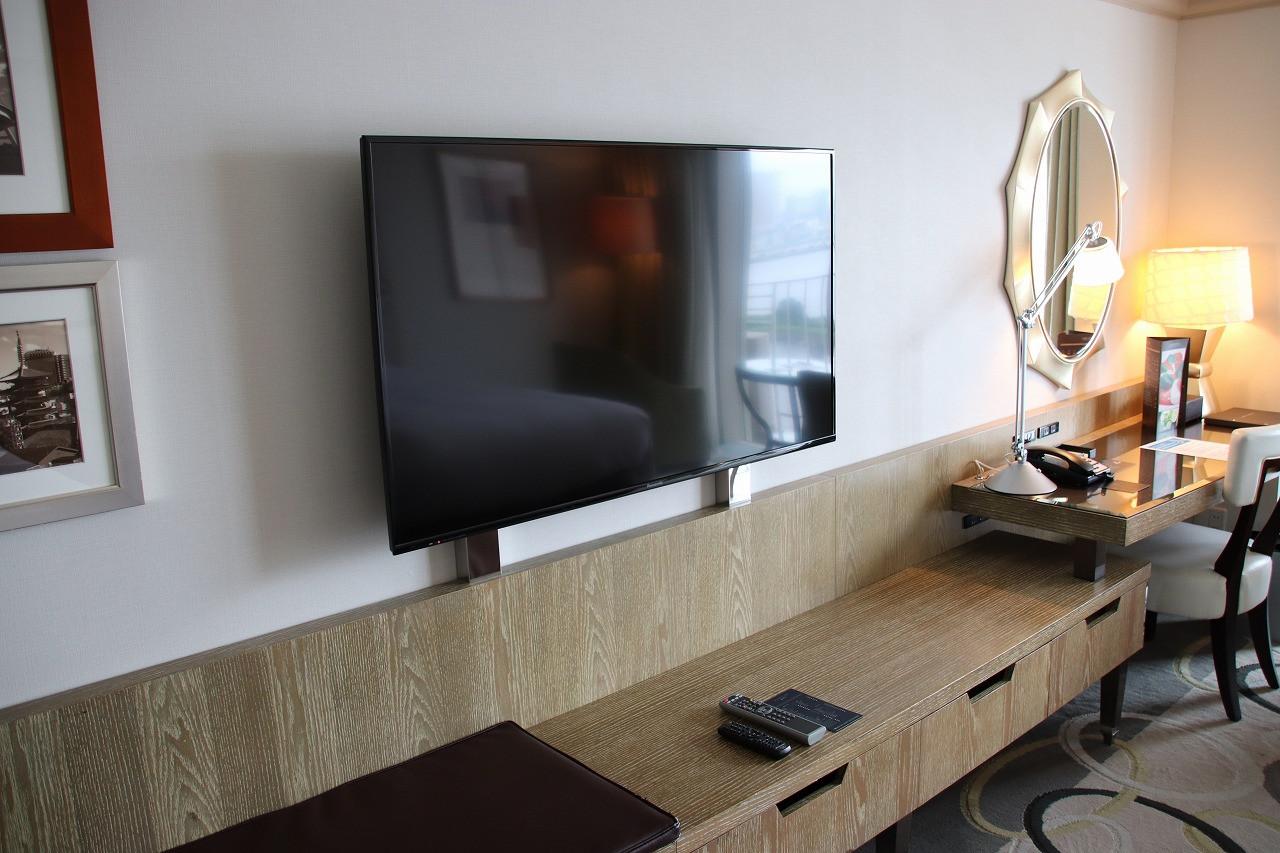 デラックスルームのテレビ