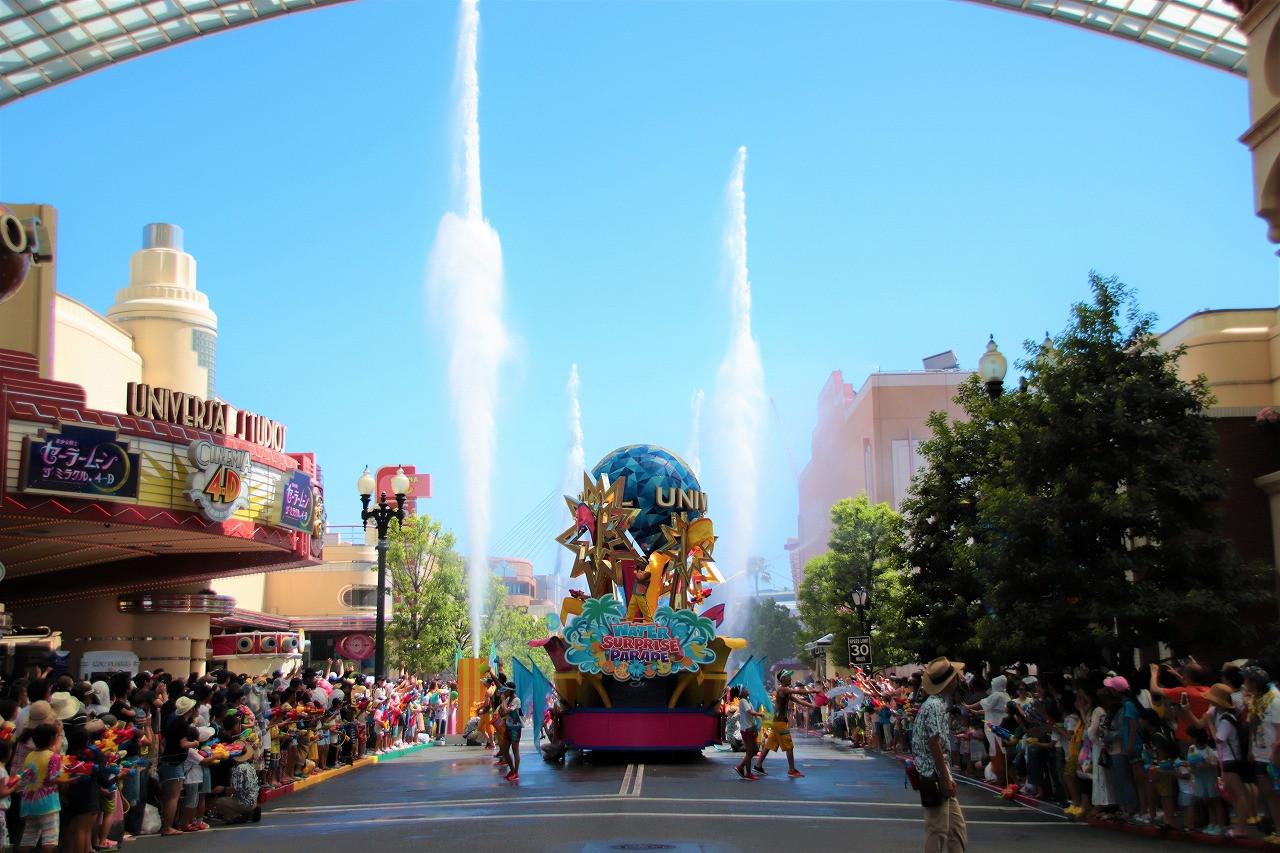 ウォーター・サプライズ・パレードの水放出シーン