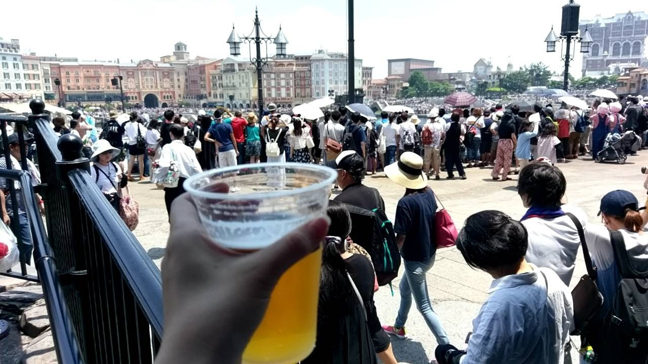 パイレーツ・サマーのショーを見ながらビール!