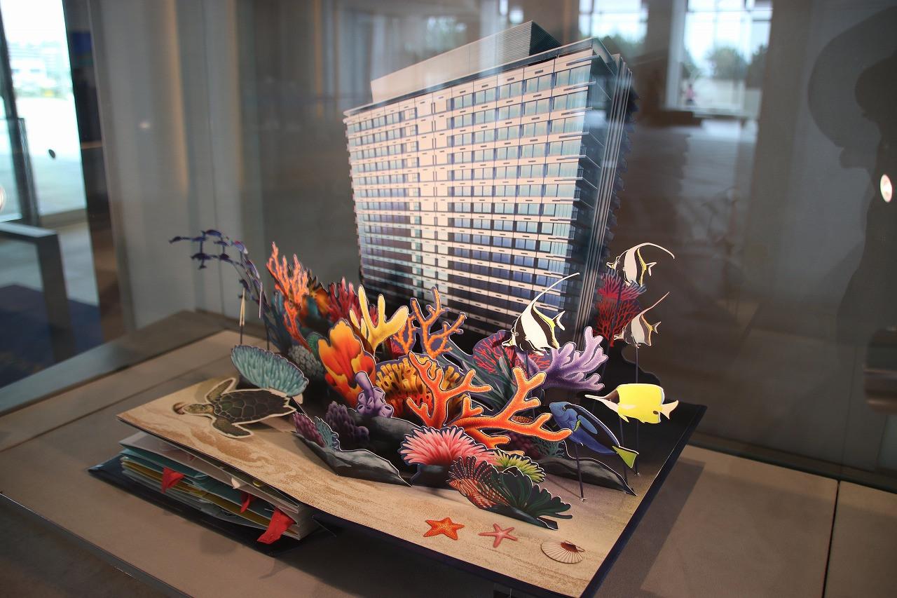 海がテーマの東京ベイ東急ホテル(ホテルのコンセプトを仕掛け絵本にした原本を展示)