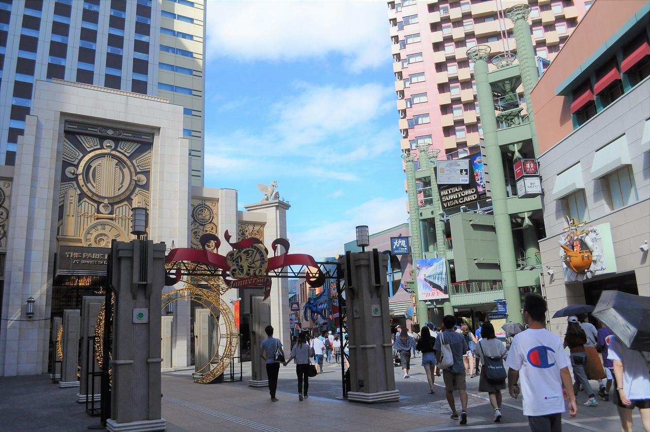 ザ パークフロントホテル アット ユニバーサル・スタジオ・ジャパン入り口(左の建物)