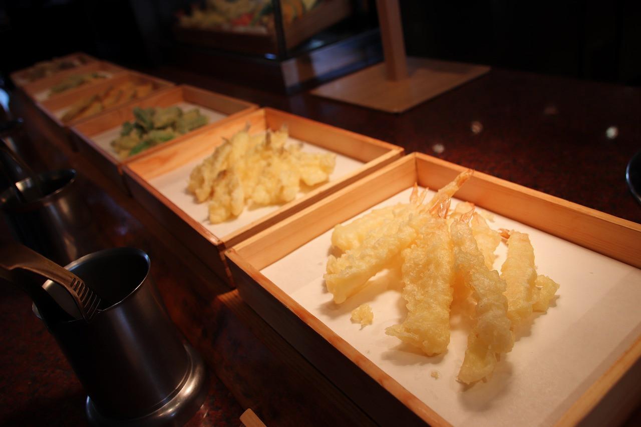 ライブクッキングで揚げたての天ぷら