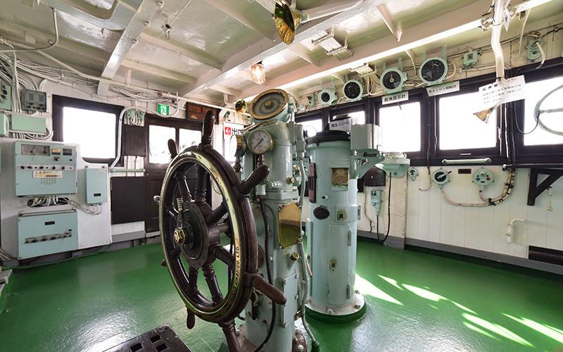 船の科学館にある「宗谷」の操舵室