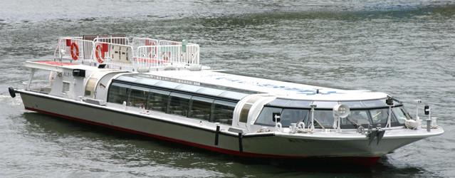 東京水辺ラインの船「さくら・あじさい」