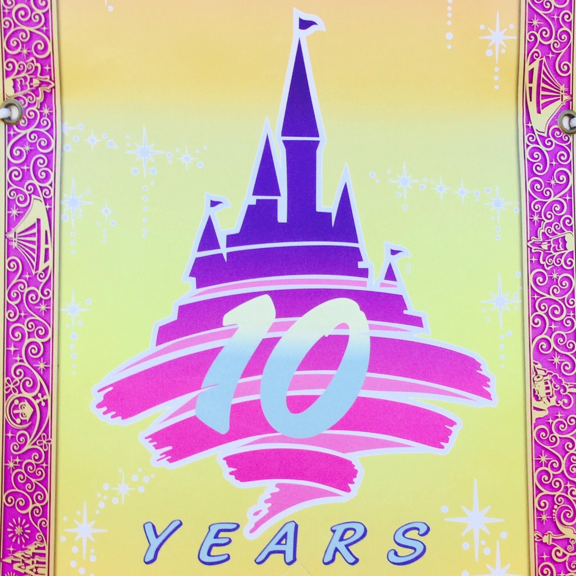 ディズニーランドの10周年ロゴ