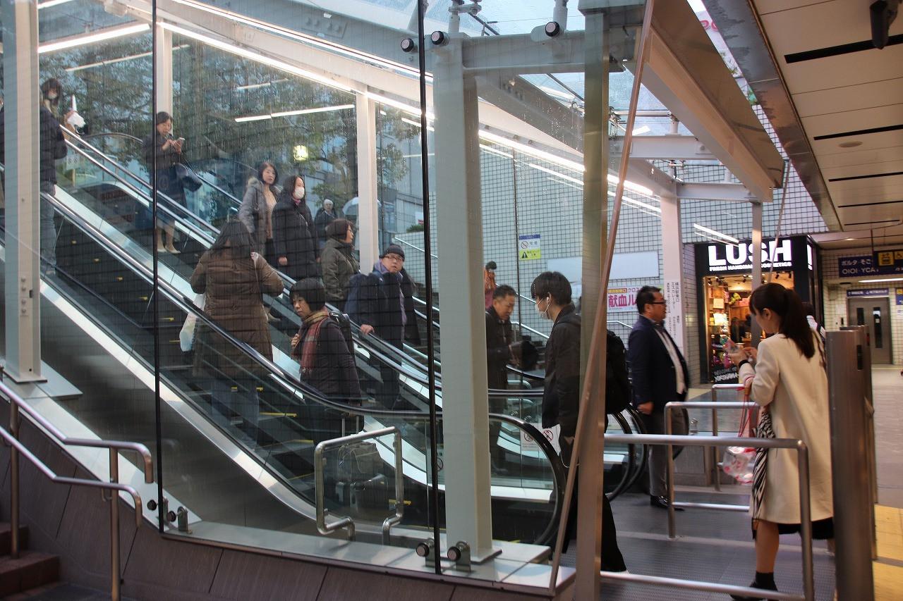 横浜駅のエスカレーター