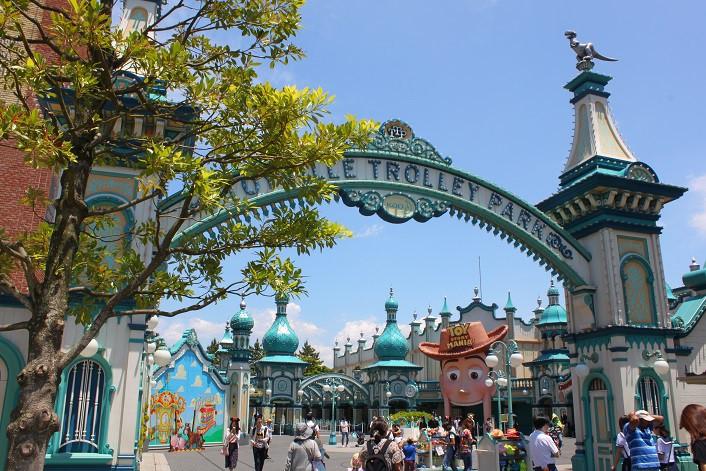 トイビル・トロリーパークの入り口。中にはトイ・ストーリーでおなじみのおもちゃの世界が広がっている。