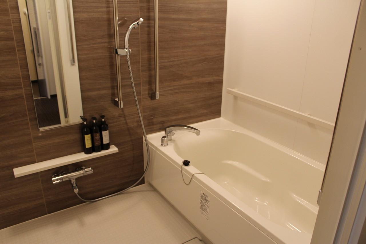 段差なし、スライドドアの浴室