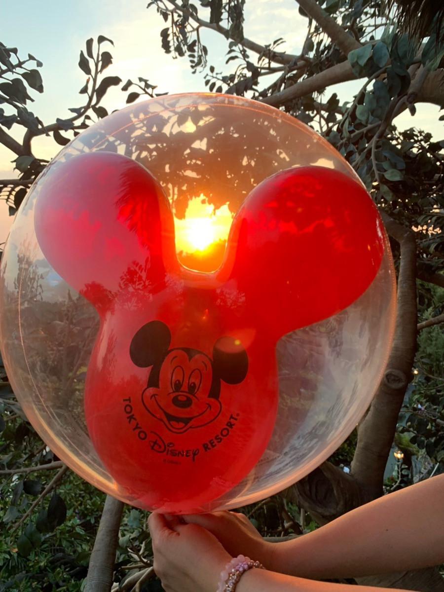 夕日とミッキー風船
