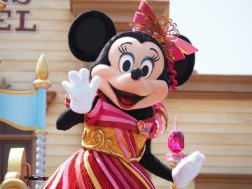 【2019夏秋】ディズニーイベントの着替え場所&ルール!安心の服装&持ち物は?