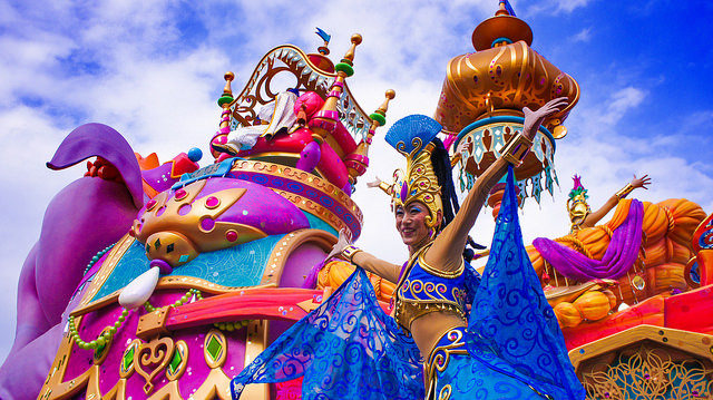 パレードやショー、アトラクションやレストランにも外国人キャストがたくさん