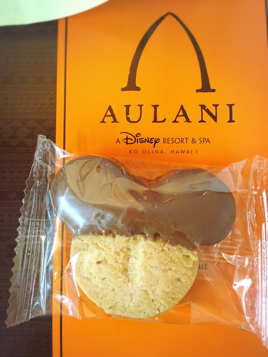 アウラニ限定ミッキーシェイプのクッキー