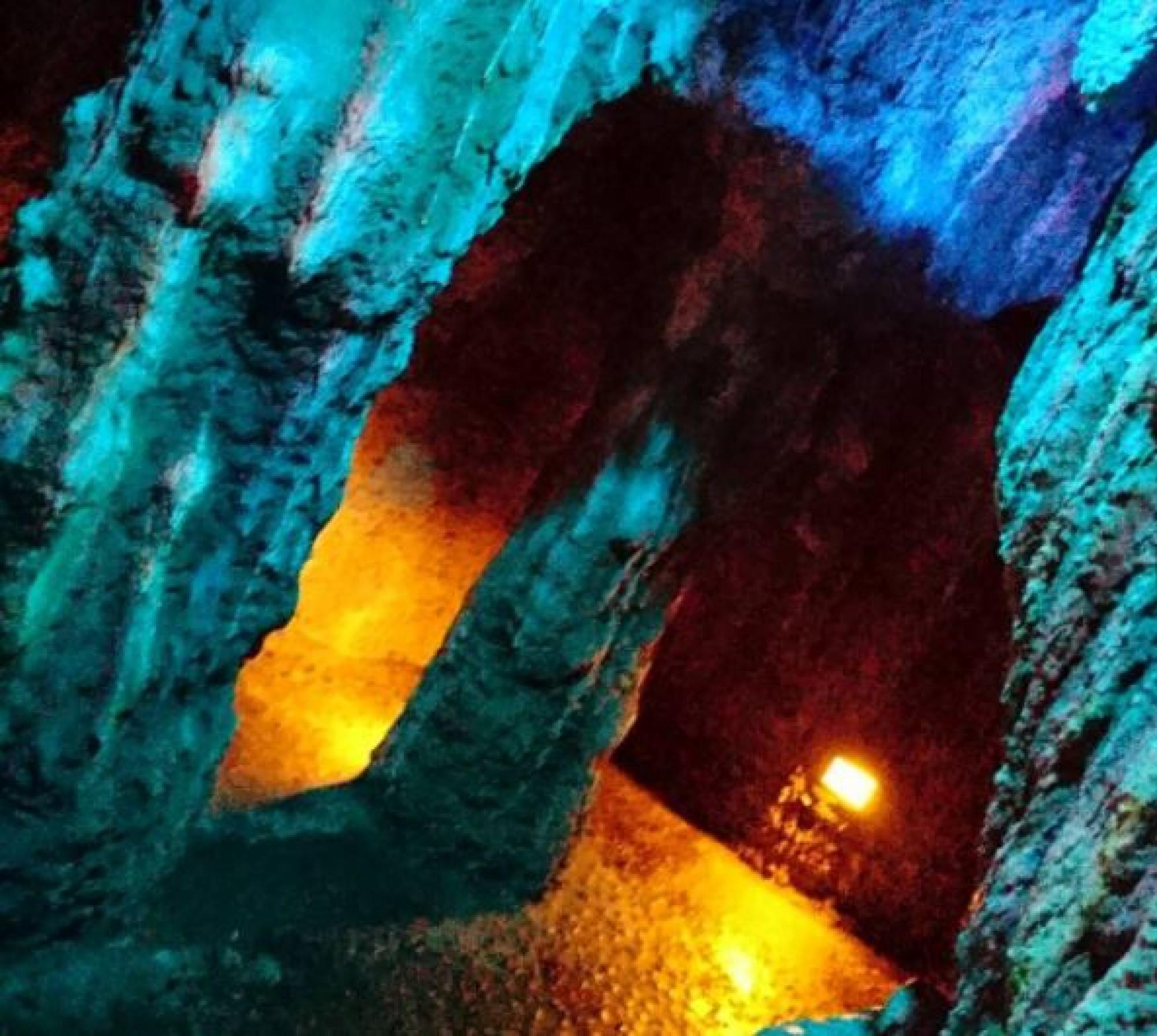 トムソーヤ島の洞窟