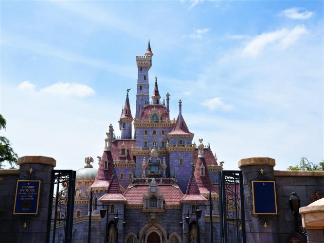 """【2020/4/15オープン】美女と野獣""""魔法のものがたり""""とは?ディズニーランドに新アトラクション登場!"""