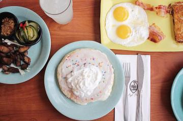 【人気】アイホップはグアムに2店舗ある!朝食メニュー、場所、チップ事情を紹介!