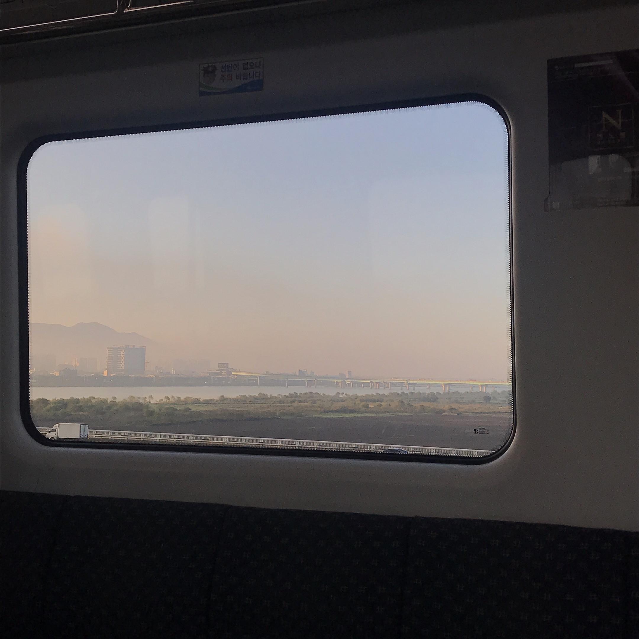 韓国電車からの景色